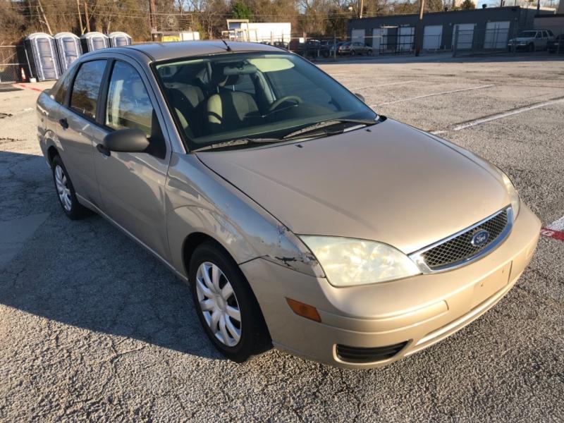 Ford Focus 2006 price $2,400 Cash