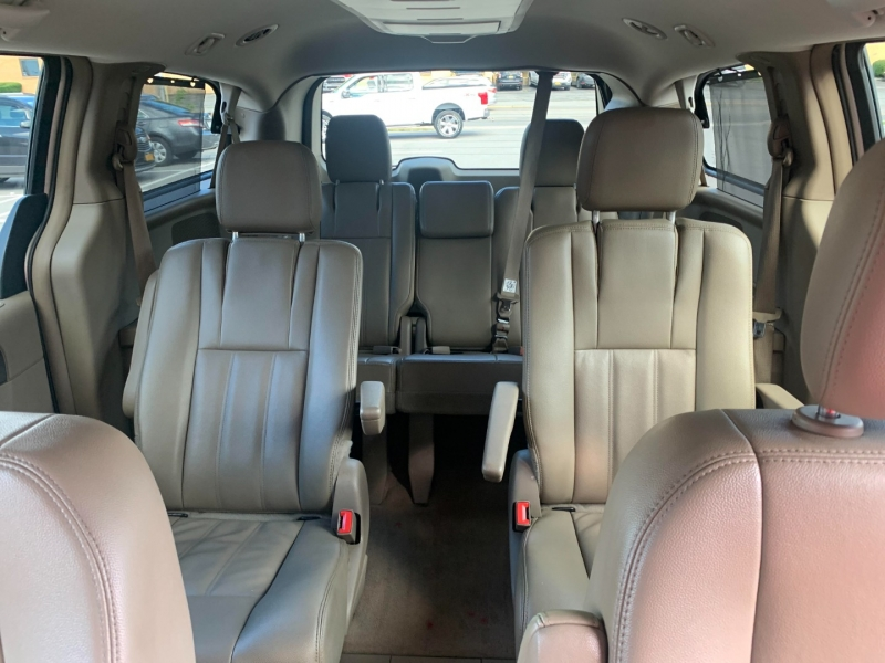 Chrysler Town & Country 2014 price $11,000