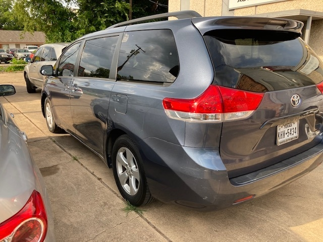 Toyota Sienna 2014 price $12,996