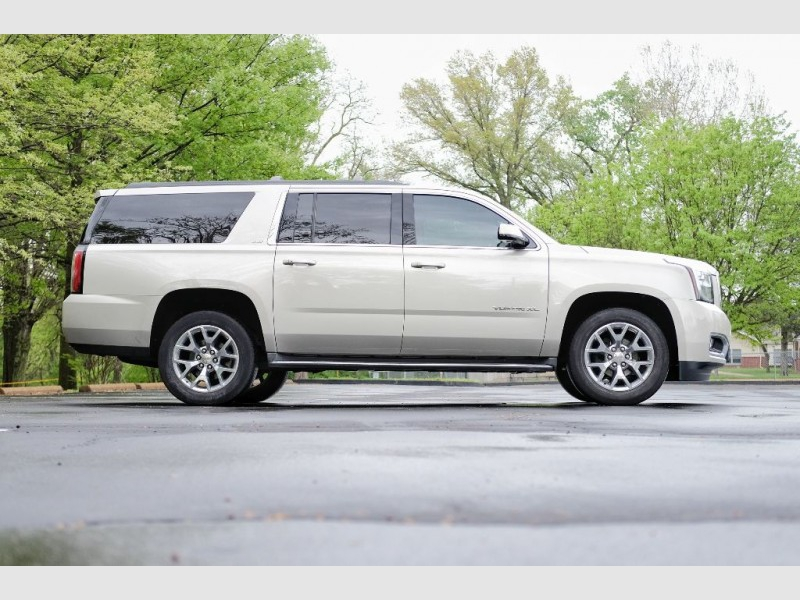 GMC Yukon XL 2015 price $32,856