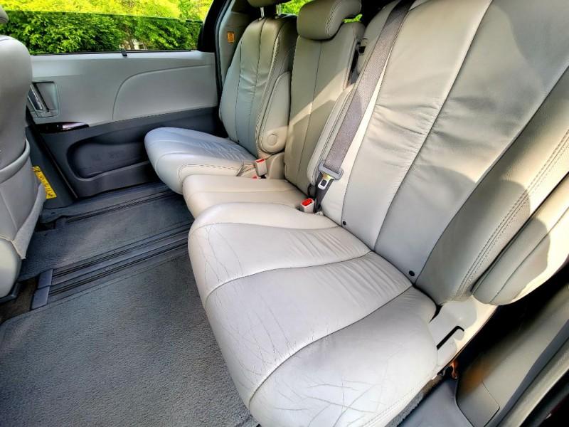 Toyota Sienna 2011 price $10,459
