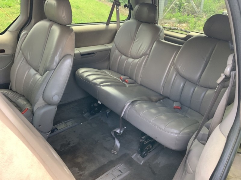 Chrysler Town & Country 2000 price $1,200