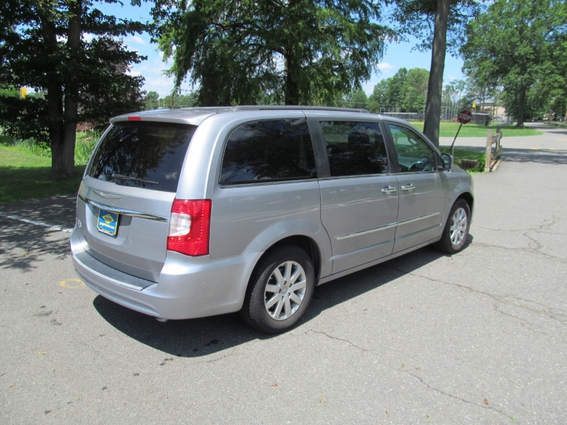 Chrysler Town & Country 2015 price $14,495