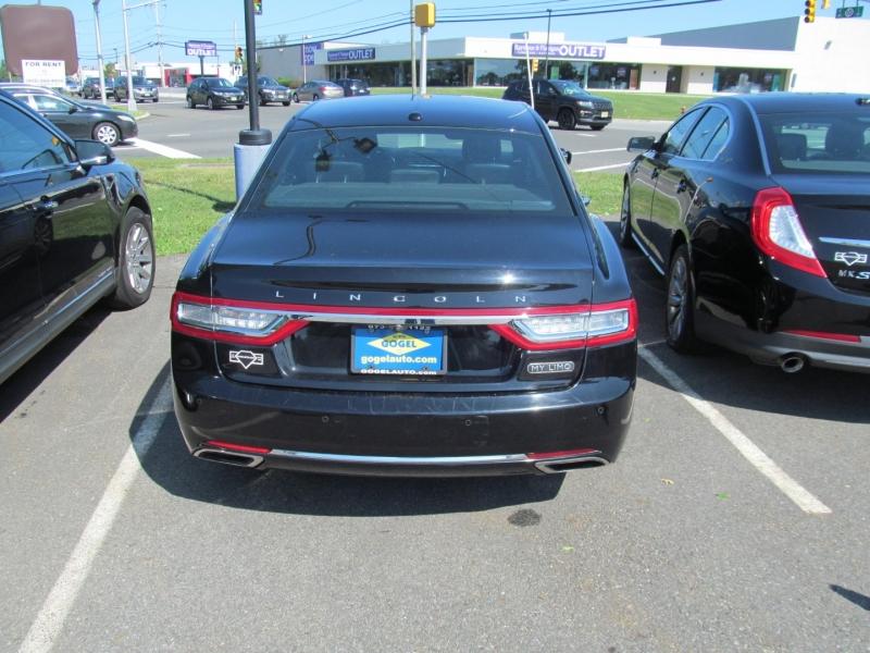 Lincoln Continental 2017 price $12,995