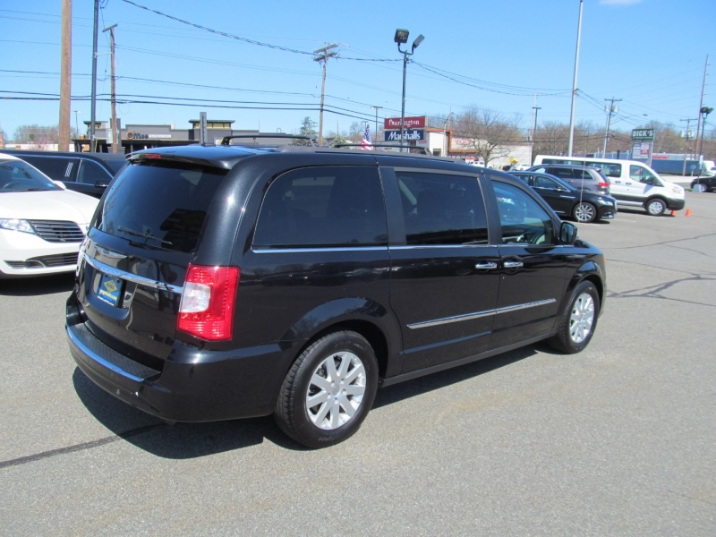 Chrysler Town & Country 2016 price $17,150
