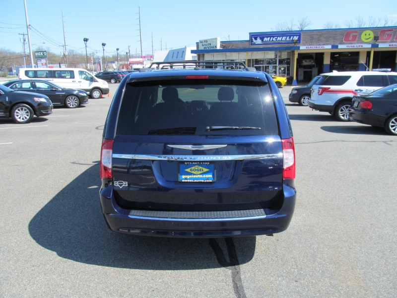Chrysler Town & Country 2016 price $17,350