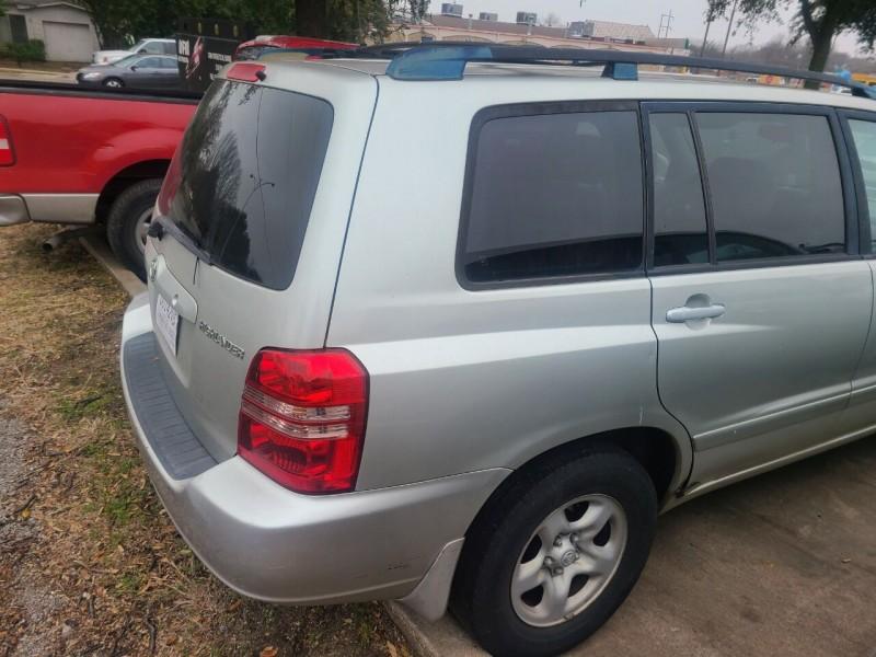 Toyota Highlander 2003 price $7,995