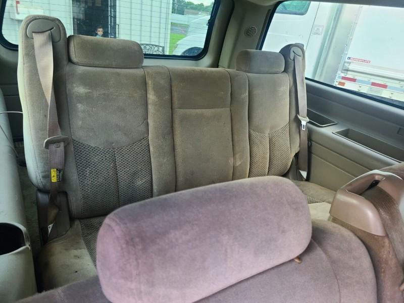 Chevrolet Suburban 2005 price $5,900