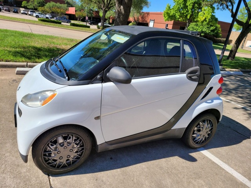 Smart fortwo 2011 price $9,900