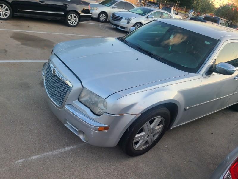 Chrysler 300 2006 price $6,995