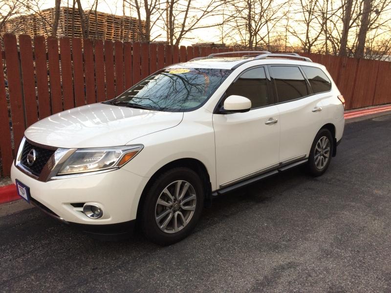 Nissan Pathfinder 2015 price $14,750 Cash