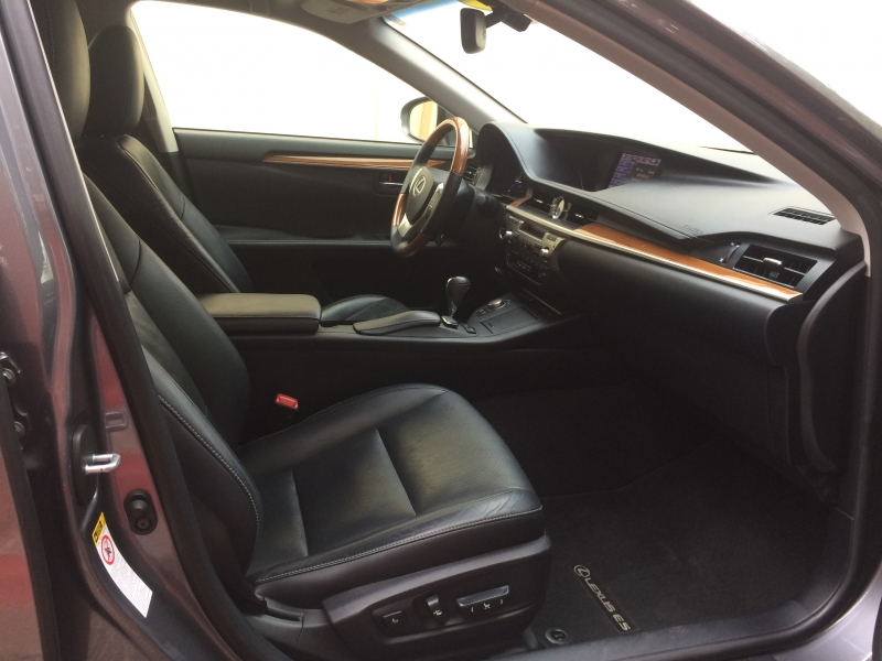 Lexus ES 300h 2013 price $17,375