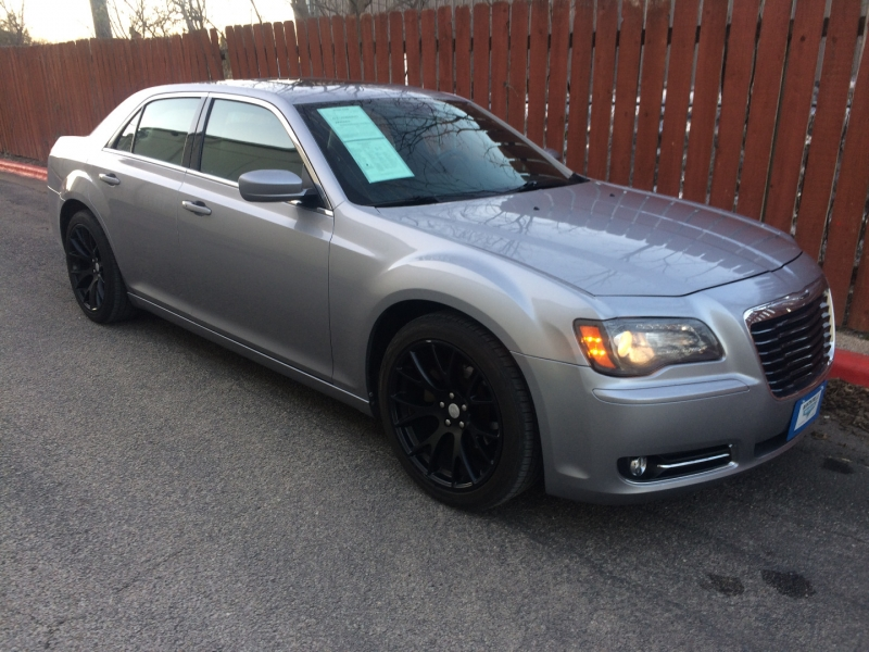 Chrysler 300 2013 price $11,980 Cash