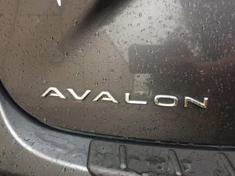 Toyota Avalon Hybrid 2013 price $13,750 Cash