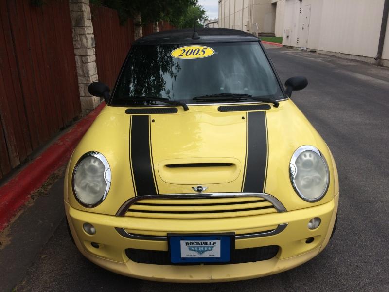Mini Cooper Convertible 2005 price $6,985 Cash