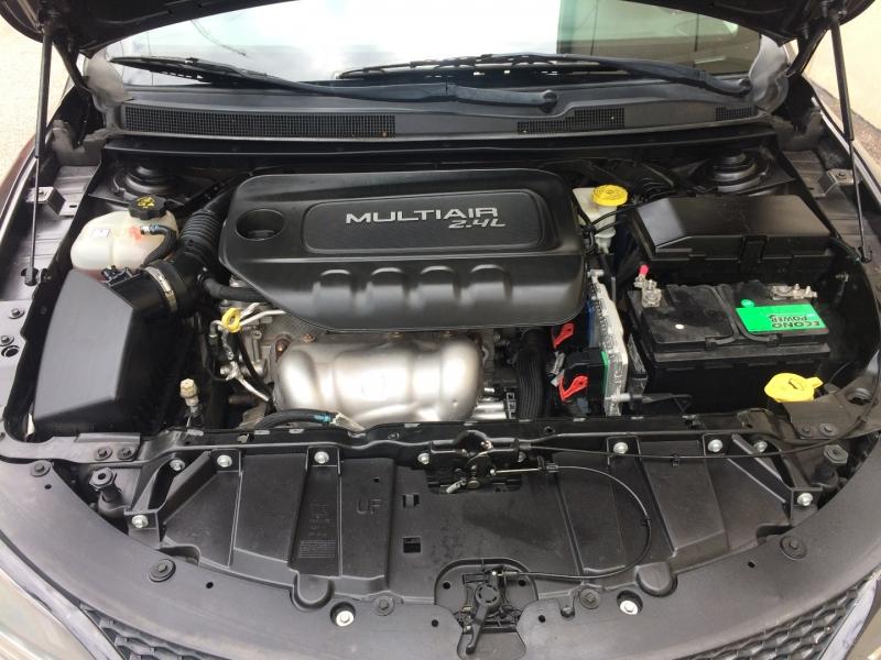 Chrysler 200-Series 2015 price $13,485 Cash