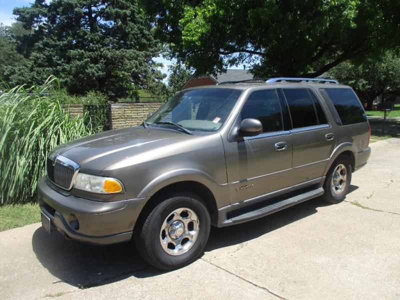 Lincoln Navigator 2002 price $1,496 Cash