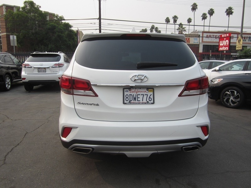 Hyundai Santa Fe 2018 price $17,900