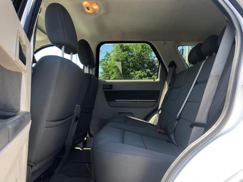 Ford ESCAPE 2009 price $3,799