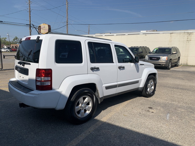 Jeep Liberty 2011 price $7,200 Cash