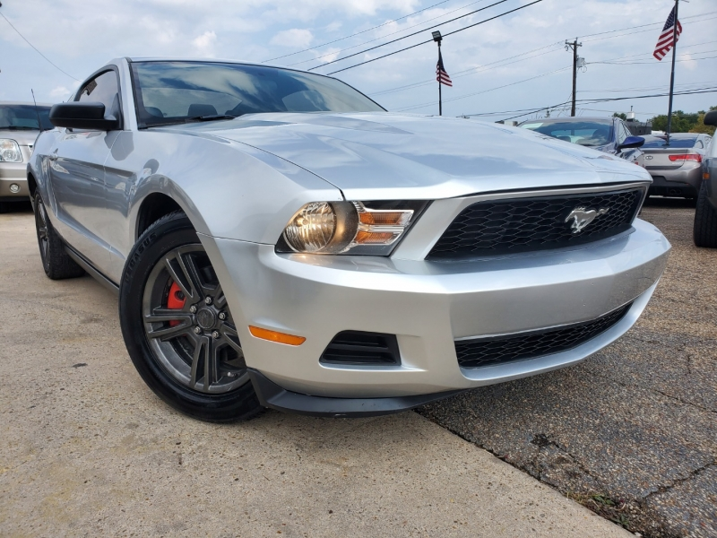 Ford Mustang 2012 price $10,400