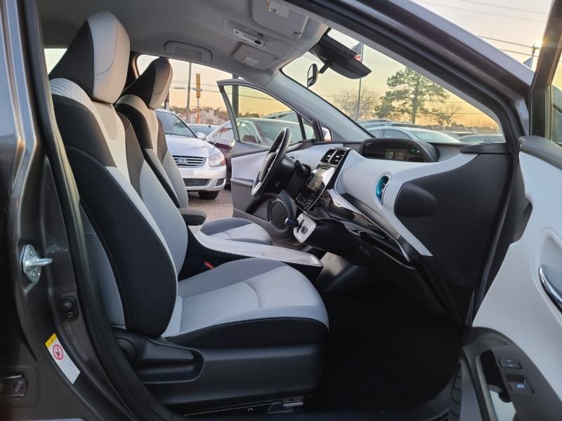 Toyota Prius 2017 price $14,999