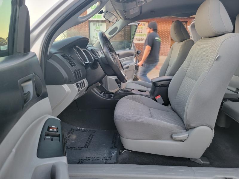 Toyota Tacoma 2015 price $18,400