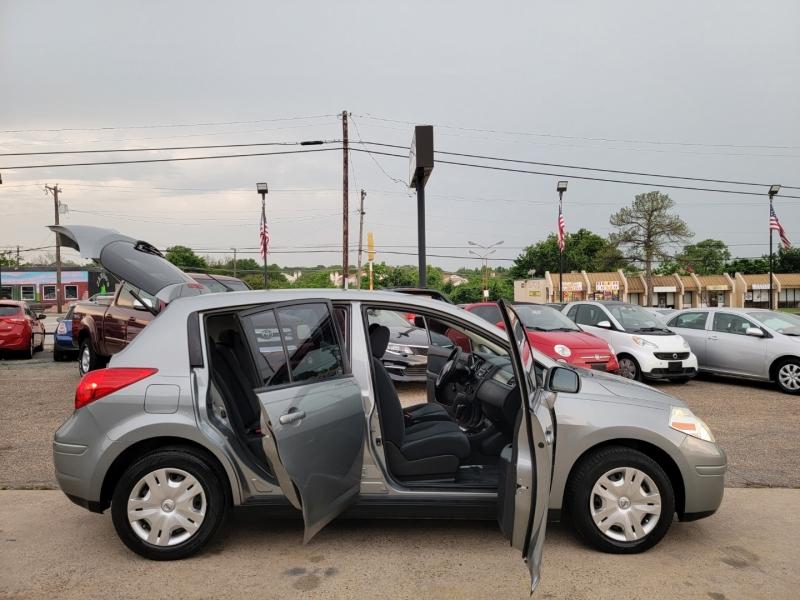 Nissan Versa 2010 price $7,500