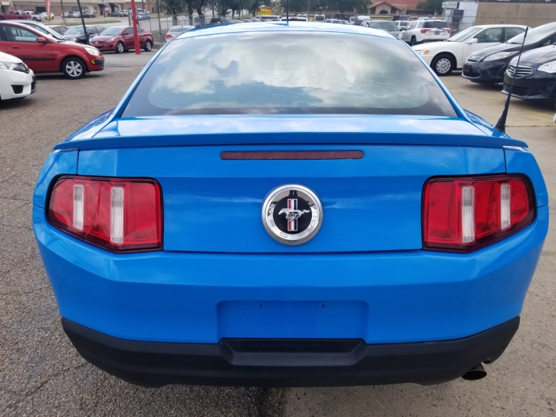 Ford Mustang 2010 price $9,500