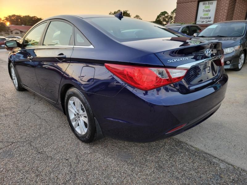 Hyundai Sonata 2013 price $8,999