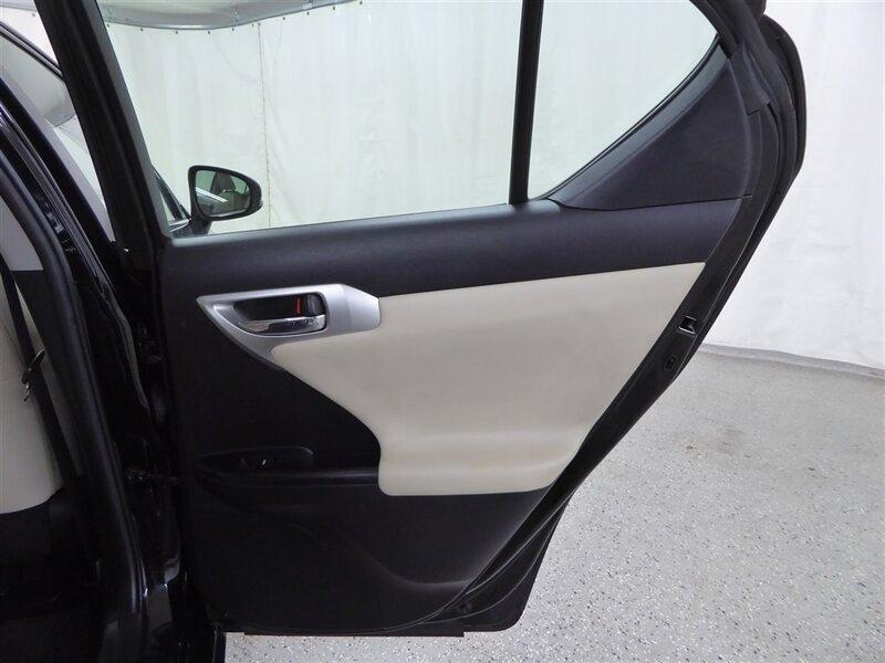 Lexus CT 200h 2012 price $9,900