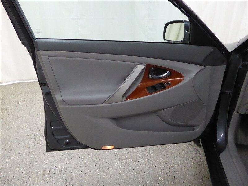 Toyota Camry Hybrid 2011 price $9,000