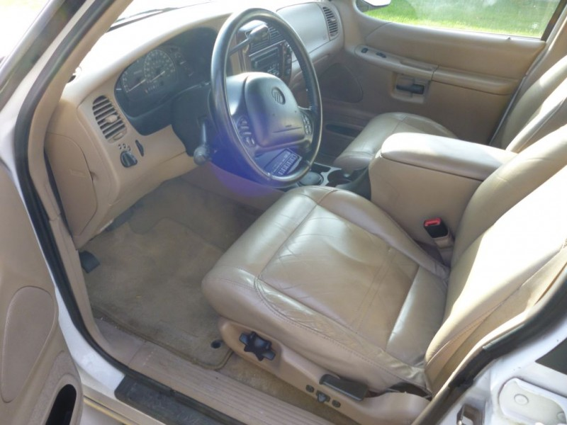 MERCURY MOUNTAINEER 2000 price $4,000