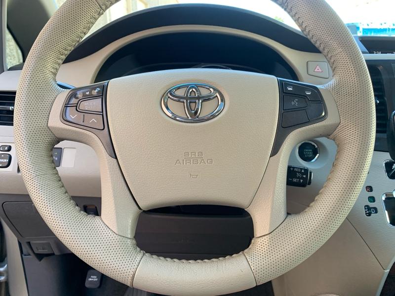 Toyota Sienna 2011 price $9,688