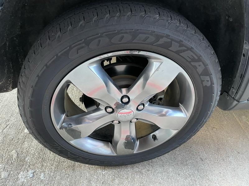 Jeep Grand Cherokee 2011 price $10,488