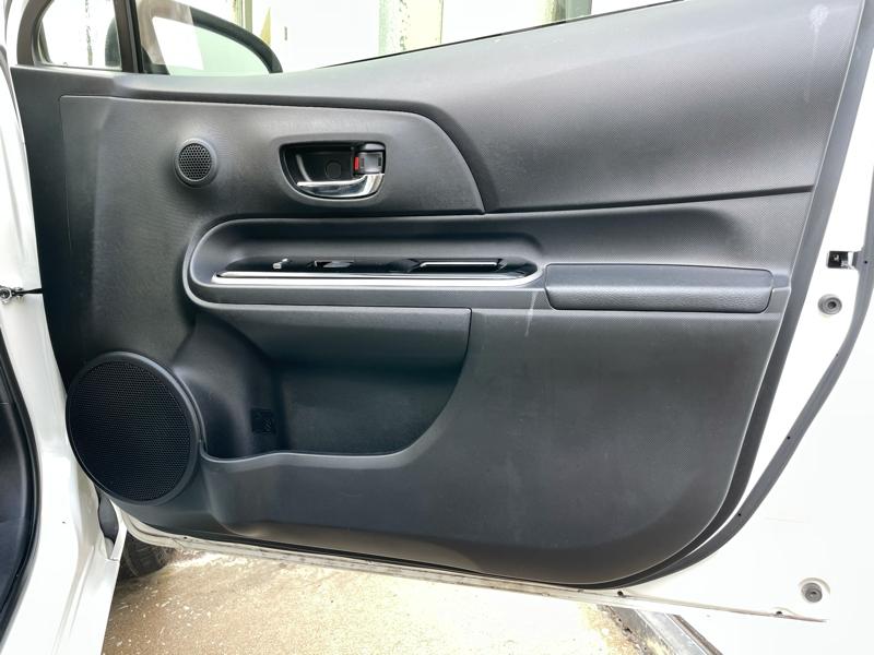 Toyota Prius c 2015 price $7,988