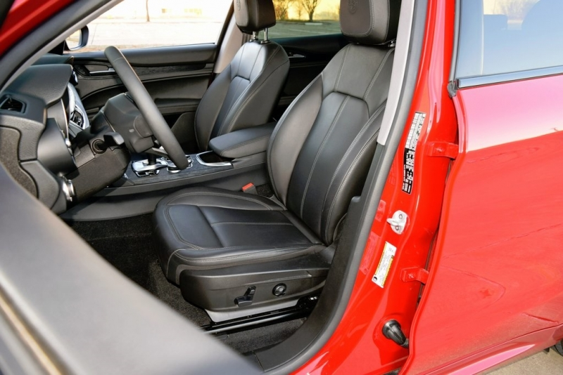 Alfa Romeo Stelvio 2020 price $33,500