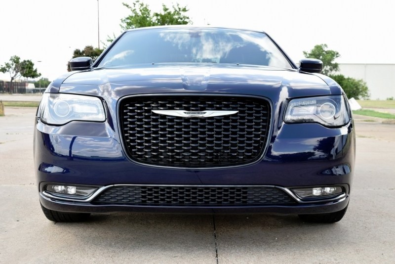 Chrysler 300 2015 price $25,500