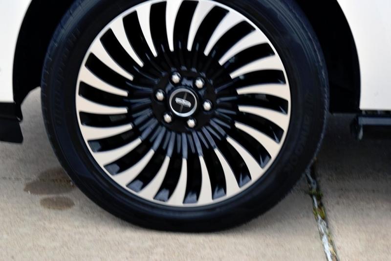 Lincoln Navigator 2019 price $84,990