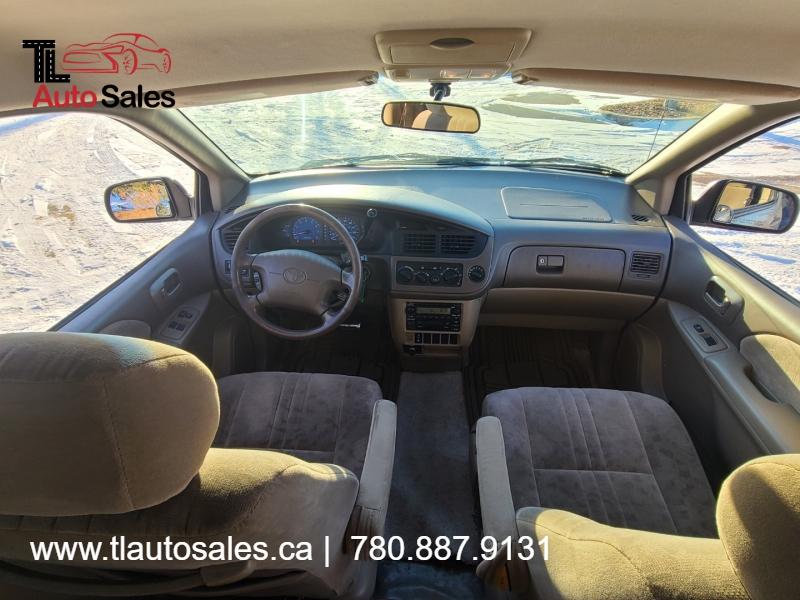 Toyota Sienna 2002 price $3,300
