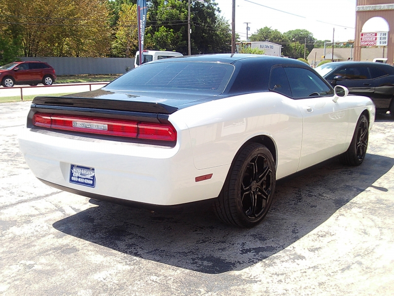 Dodge Challenger 2010 price $12,990