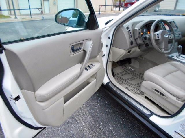 Infiniti FX35 SUV 2005 price $6,995