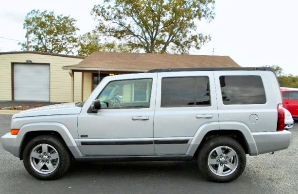 Jeep Commander SUV 2007 price $8,995