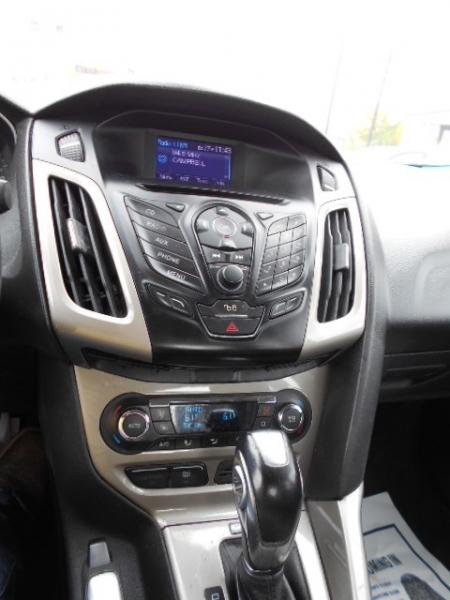 Ford Focus Sedan 2012 price $7,995