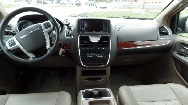 Chrysler Town & Country 2016 price $89,414