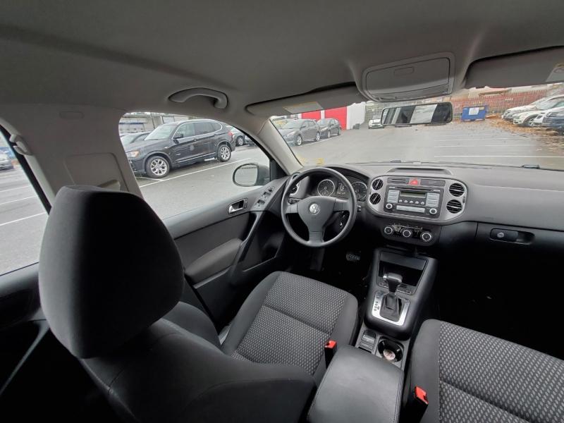 Volkswagen Tiguan 2010 price $8,888