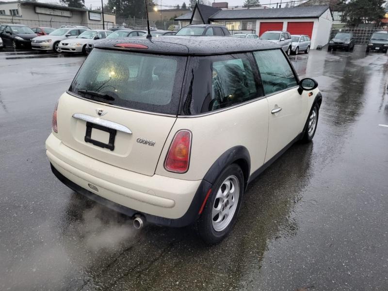 Mini Cooper Hardtop 2004 price $3,888