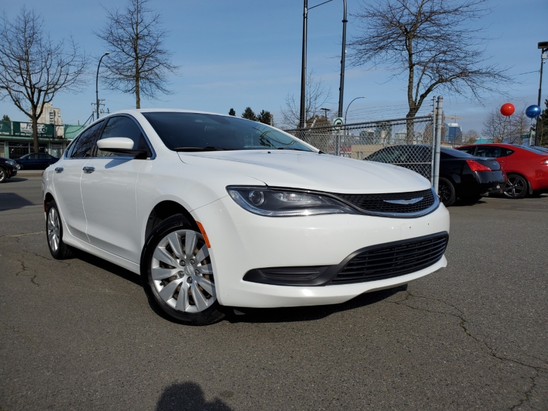 Chrysler 200 2015 price $9,888