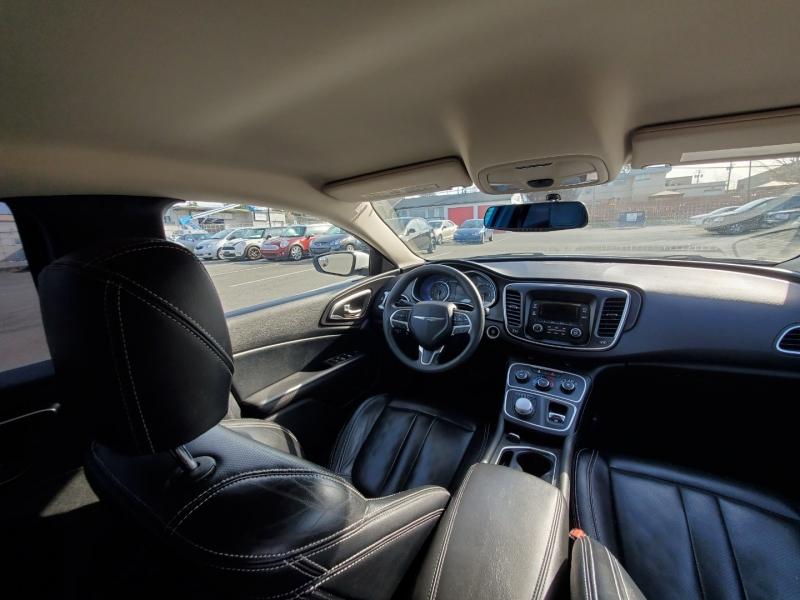 Chrysler 200 2015 price $9,888