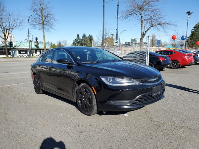 Chrysler 200 2015 price $7,288